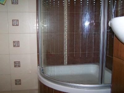 Zuhanykabin a panel fürdőszobába